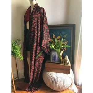 Traditional red black Japanese Vintage Kimono